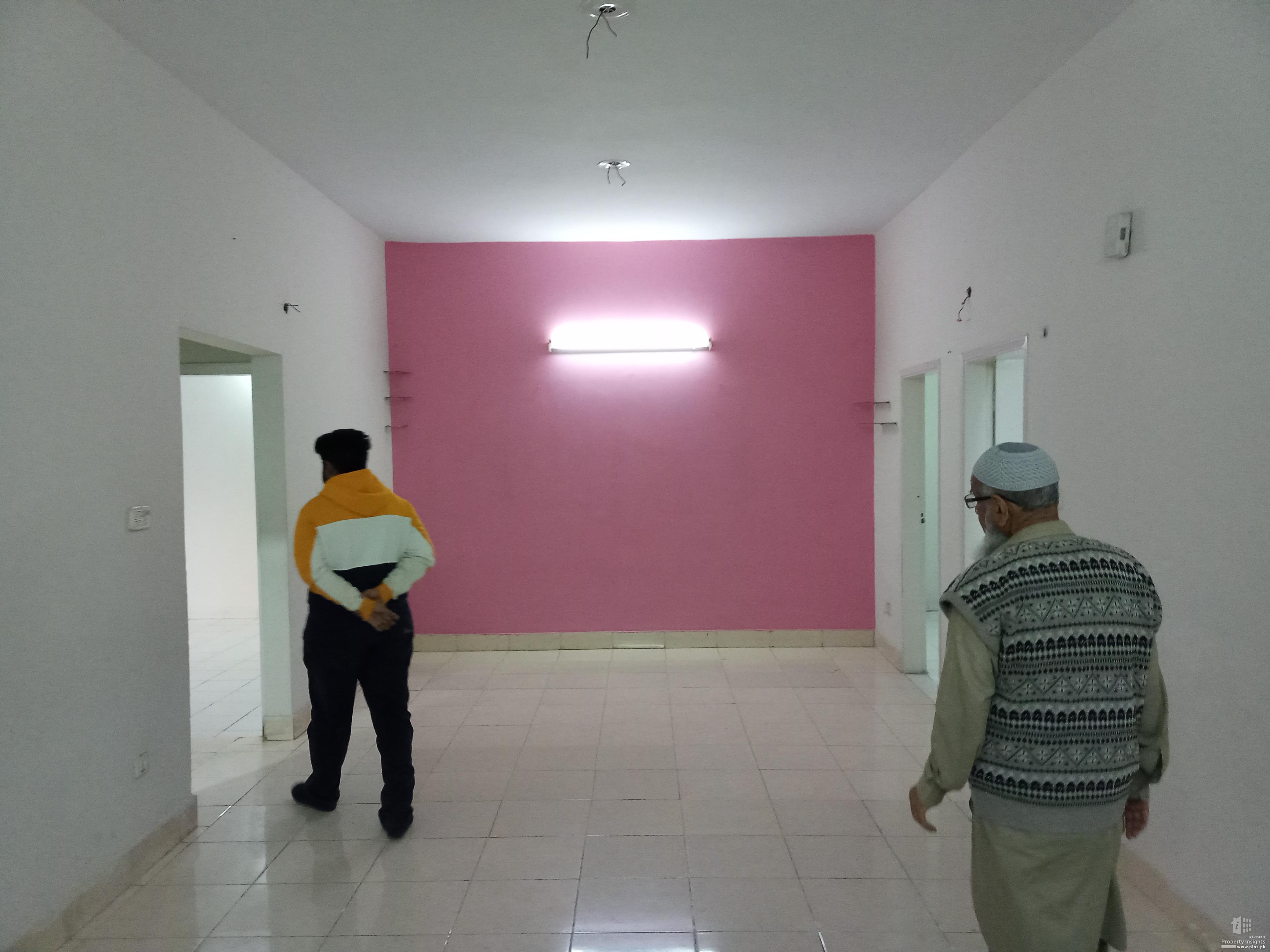 240 yds 3 bed d.d portion for rent in Block 15 Gulistan-e-Johar